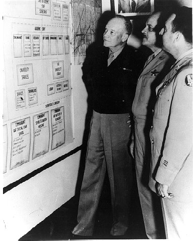eisenhower_visits_air_university