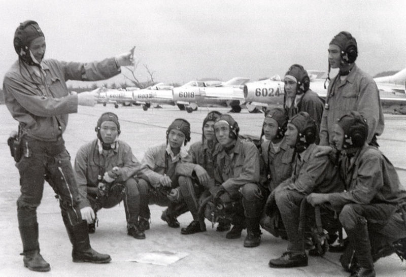 NVAF MiG-19 pilots of the 925th fighter squadron discussing tactics in 1971