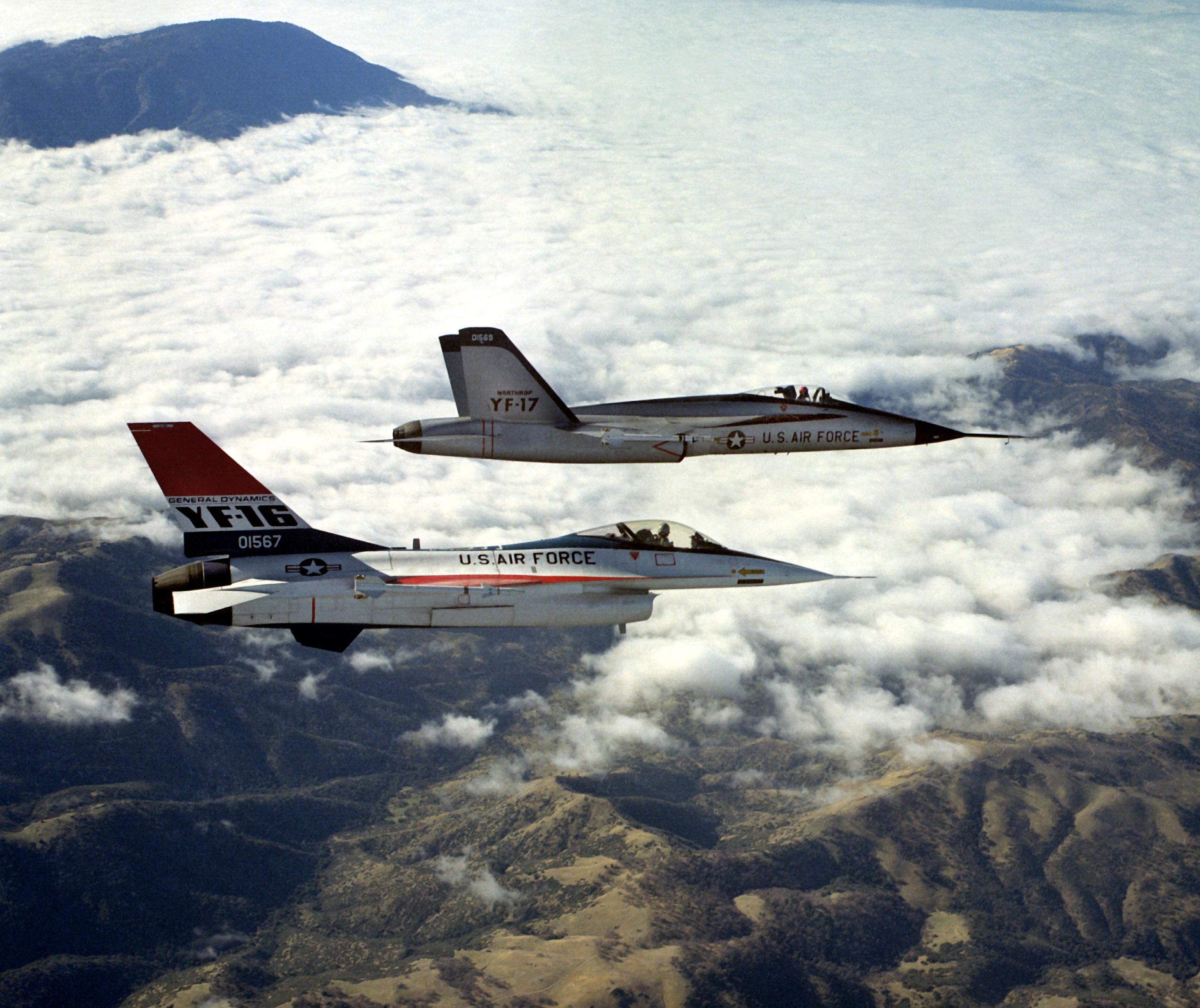 YF-16_and_YF-17_in_flight