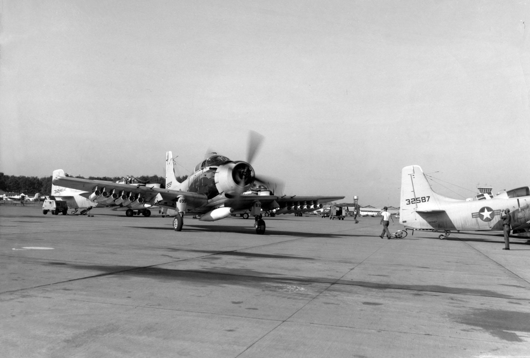 VNAF_A-1E_Skyraiders_at_Bien_Hoa_c1965