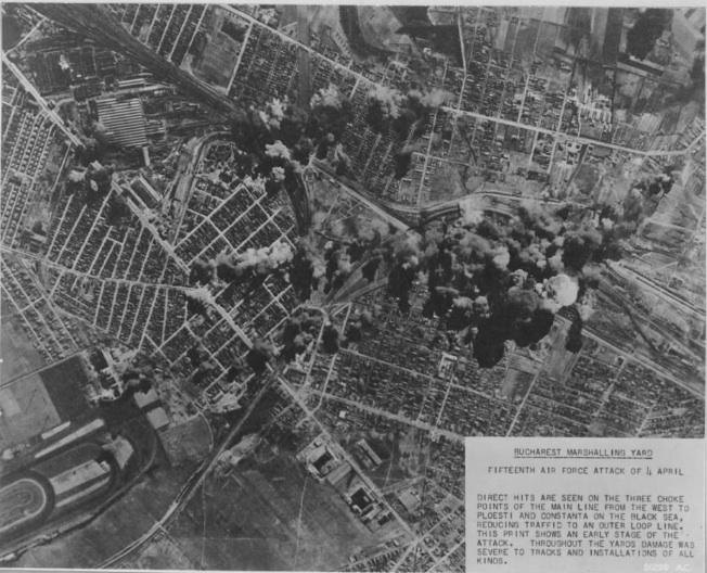 Bucharest_bombed_April_4,_1944_2