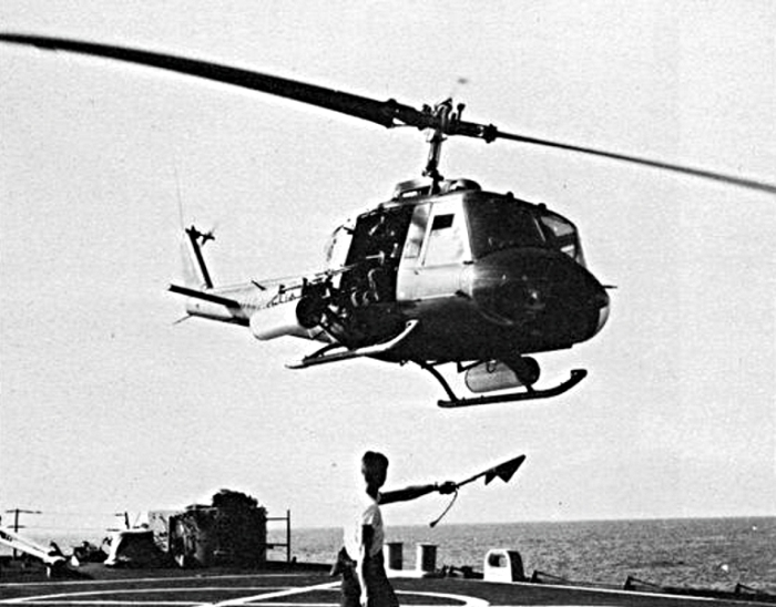 Bell_UH-1E_Huey_takes_off_from_USS_Topeka_(CLG-8)_off_Vietnam,_in_1966