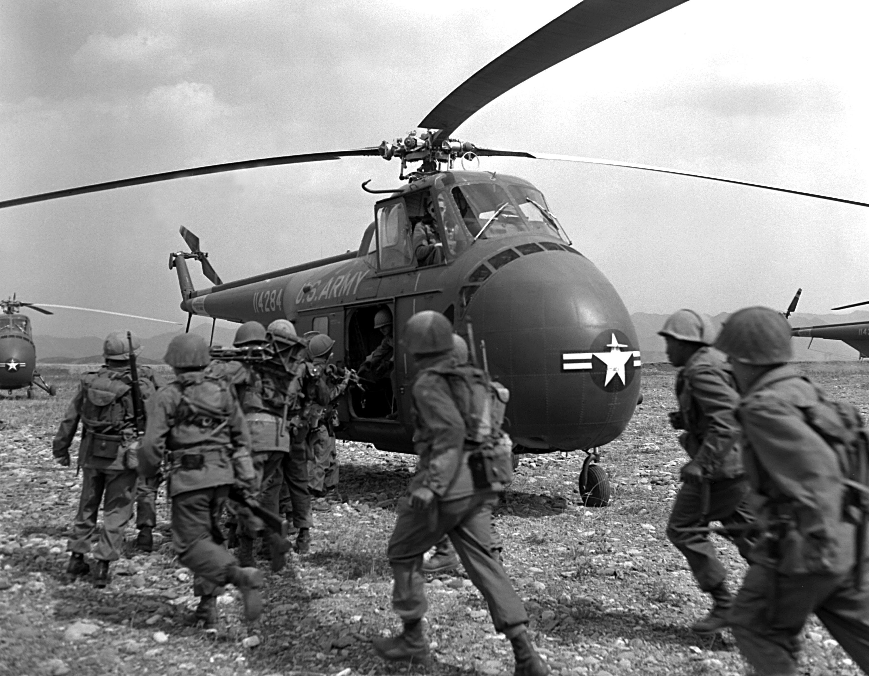 Korean_War_HA-SN-98-07085