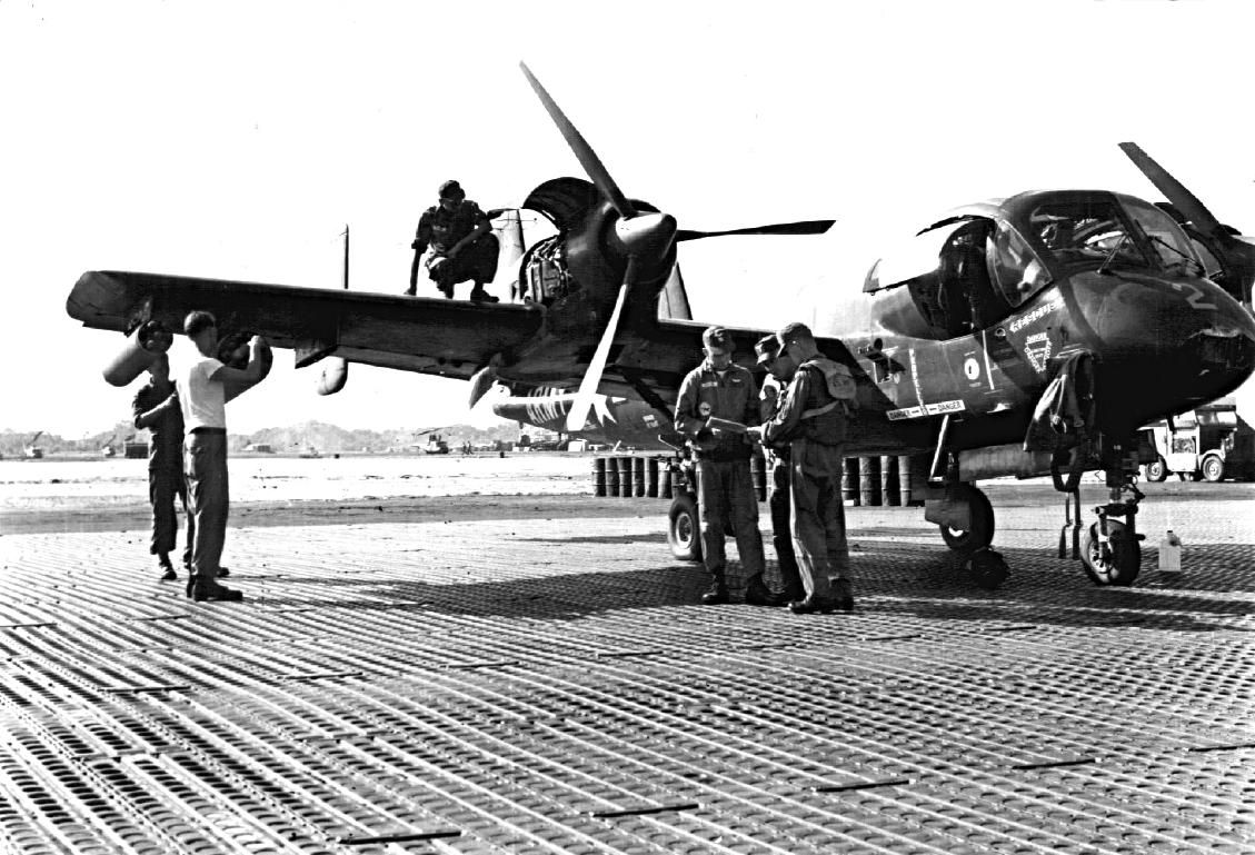 OV-1_Mohawk_of_73rd_Aviation_Company_in_Vietnam_c1966
